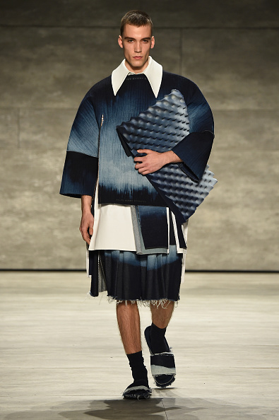 Oversized Purse「VFILES - Runway - Mercedes-Benz Fashion Week Fall 2015」:写真・画像(7)[壁紙.com]