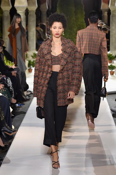 Crop Top「Oscar De La Renta - Runway - February 2019 - New York Fashion Week」:写真・画像(5)[壁紙.com]
