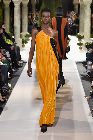 Velvet「Oscar De La Renta - Runway - February 2019 - New York Fashion Week」:写真・画像(12)[壁紙.com]