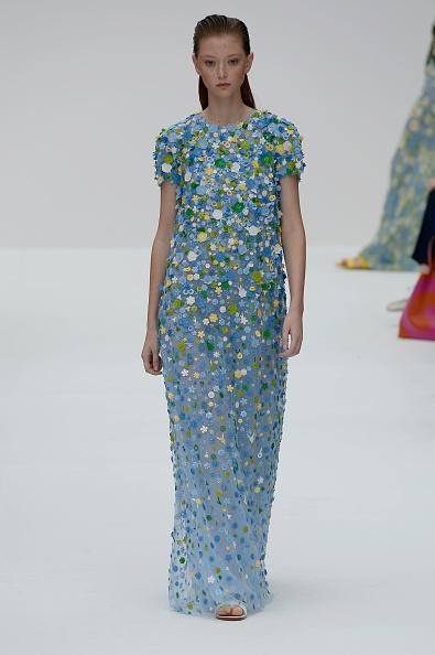 Embellished Dress「Carolina Herrera - Runway - September 2019 - New York Fashion Week」:写真・画像(2)[壁紙.com]