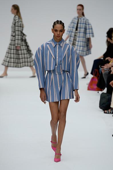 Striped Shorts「Carolina Herrera - Runway - September 2019 - New York Fashion Week」:写真・画像(12)[壁紙.com]