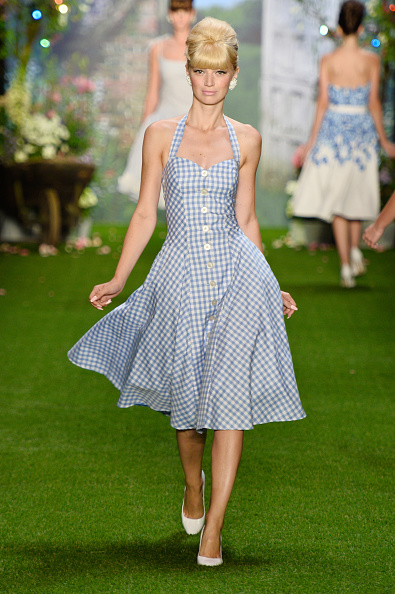 Sleeveless Dress「Lena Hoschek Show - Mercedes-Benz Fashion Week Spring/Summer 2014」:写真・画像(18)[壁紙.com]