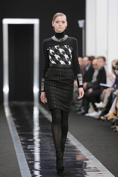 Two-Toned Dress「Maxime Simoens - Runway - PFW F/W 2013」:写真・画像(11)[壁紙.com]