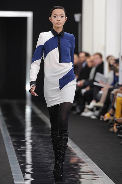 Form Fitted Dress「Maxime Simoens - Runway - PFW F/W 2013」:写真・画像(11)[壁紙.com]