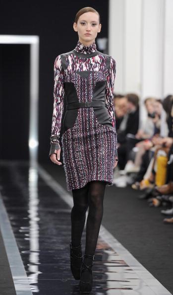 Form Fitted Dress「Maxime Simoens - Runway - PFW F/W 2013」:写真・画像(10)[壁紙.com]