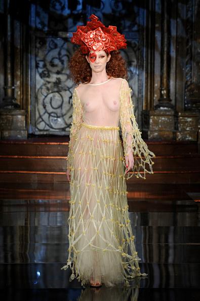 Mercedes-Benz Fashion Week「New York Fashion Week Art Hearts Fashion NYFW FW/17 - Backstage/Front Row - Day 4」:写真・画像(4)[壁紙.com]
