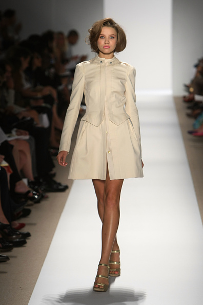 Kristian Dowling「Mercedes-Benz  Fashion Week Spring 2010 Official Coverage - Best of Runway � Day 4」:写真・画像(9)[壁紙.com]