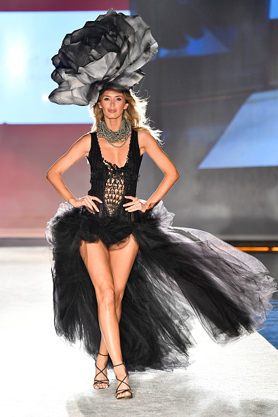 Mercedes-Benz Fashion Week - Miami Swim「SWIMMIAMI Baes and Bikinis 2018 Collection - Runway」:写真・画像(15)[壁紙.com]