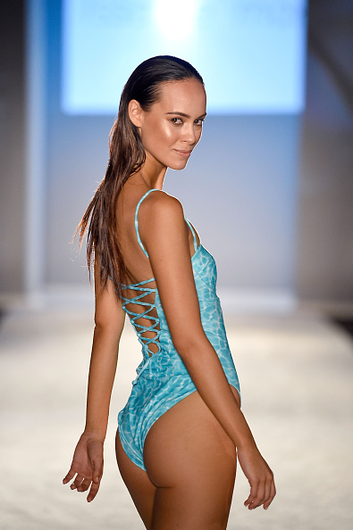 Mercedes-Benz Fashion Week - Miami Swim「Issa de' Mar 2017 Collection at SwimMiami - Runway」:写真・画像(8)[壁紙.com]
