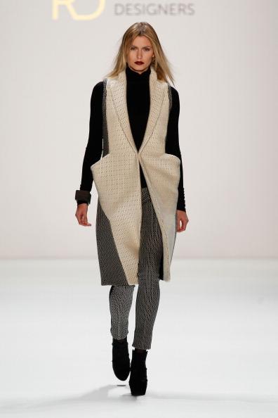 Cream Colored「Irina Schrotter Show - Mercedes-Benz Fashion Week Autumn/Winter 2013/14」:写真・画像(18)[壁紙.com]