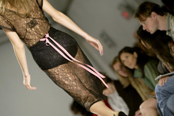 Extreme Close-Up「Jennifer Nicholson Spring 2005 - Runway」:写真・画像(7)[壁紙.com]