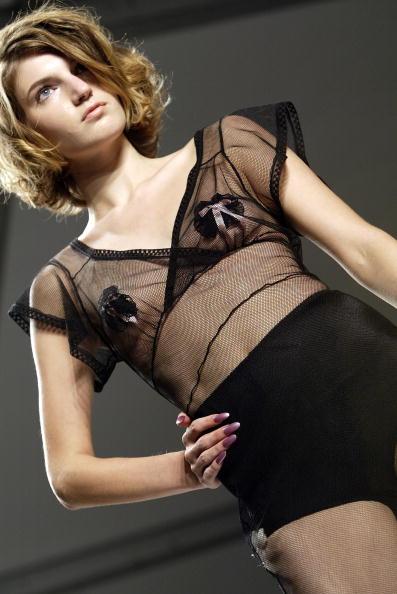 Extreme Close-Up「Jennifer Nicholson Spring 2005 - Runway」:写真・画像(0)[壁紙.com]