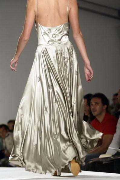 Extreme Close-Up「Jennifer Nicholson Spring 2005 - Runway」:写真・画像(6)[壁紙.com]