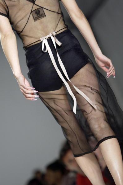 Extreme Close-Up「Jennifer Nicholson Spring 2005 - Runway」:写真・画像(5)[壁紙.com]