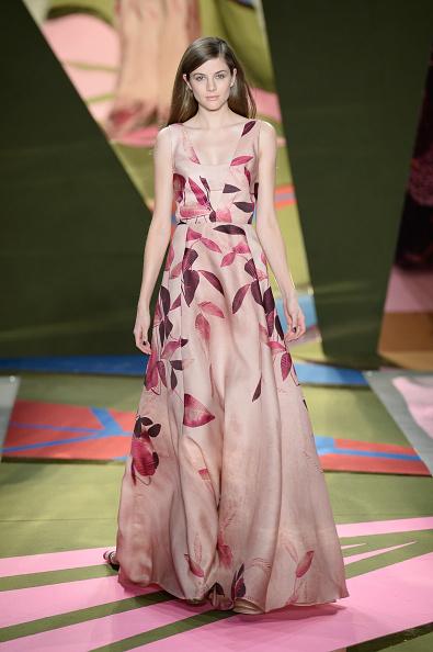ピンク色のドレス「Lela Rose - Runway - Fall 2016 New York Fashion Week: The Shows」:写真・画像(16)[壁紙.com]