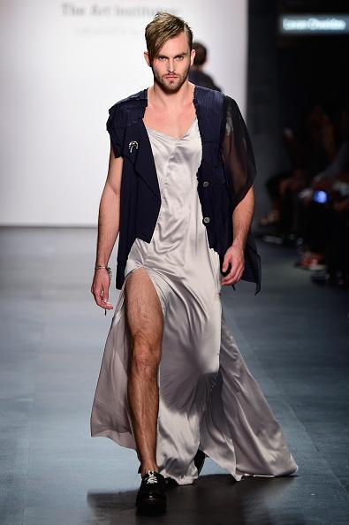 Thigh High Slit「The Art Institutes - Runway - Spring 2016 New York Fashion Week: The Shows」:写真・画像(8)[壁紙.com]