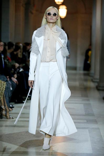 White Pants「Carolina Herrera - Runway - Fall 2016 New York Fashion Week」:写真・画像(1)[壁紙.com]