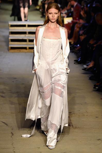 Hands In Pockets「Givenchy - Runway - Spring 2016 New York Fashion Week」:写真・画像(14)[壁紙.com]