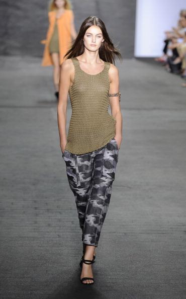 Skylight Studios「Edun - Runway - Spring 2013 Mercedes-Benz Fashion Week」:写真・画像(0)[壁紙.com]