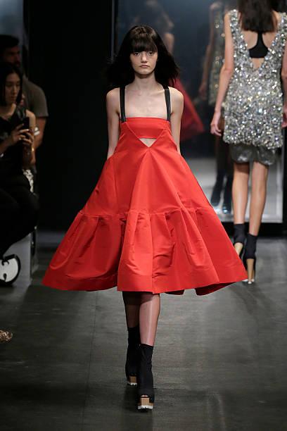 Vera Wang Collection - Runway - Spring 2016 New York Fashion Week:ニュース(壁紙.com)