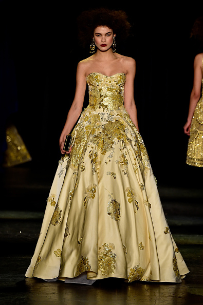 Strapless Evening Gown「Naeem Khan - Runway - Fall 2016 New York Fashion Week: The Shows」:写真・画像(3)[壁紙.com]