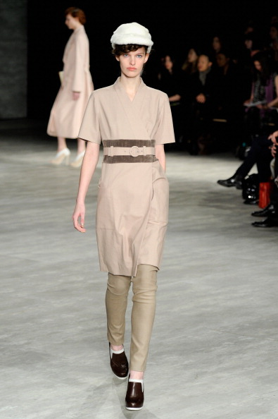 Dress Over Pants「Creatures Of The Wind - Runway - Mercedes-Benz Fashion Week Fall 2014」:写真・画像(5)[壁紙.com]
