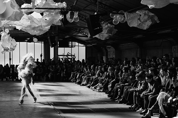 Alternative View「Black & White Alternative Views - Paris Fashion Week Womenswear Spring/Summer 2019」:写真・画像(0)[壁紙.com]