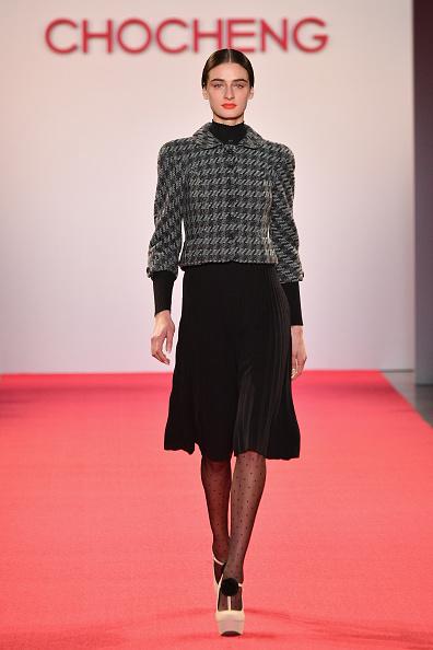 Gray Jacket「Chocheng - Runway - February 2019 - New York Fashion Week: The Shows」:写真・画像(8)[壁紙.com]