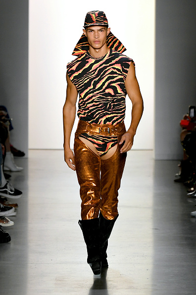 Sleeveless Top「Jeremy Scott - Runway - September 2019 - New York Fashion Week: The Shows」:写真・画像(7)[壁紙.com]