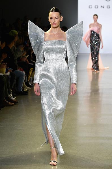 Square Neckline「Cong Tri - Runway - February 2019 - New York Fashion Week: The Shows」:写真・画像(7)[壁紙.com]