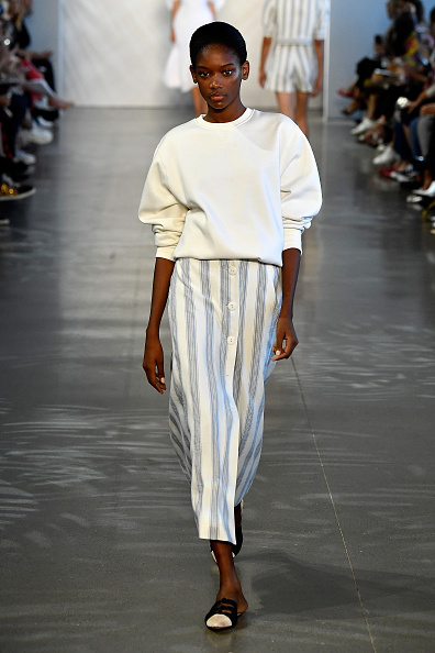 Striped Skirt「Noon By Noor - Runway - September 2018 - New York Fashion Week: The Shows」:写真・画像(7)[壁紙.com]