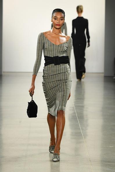Black Purse「Chiara Boni La Petite Robe - Runway - February 2019 - New York Fashion Week: The Shows」:写真・画像(8)[壁紙.com]