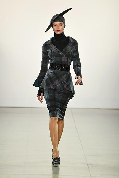 Checked Blazer「Chiara Boni La Petite Robe - Runway - February 2019 - New York Fashion Week: The Shows」:写真・画像(12)[壁紙.com]