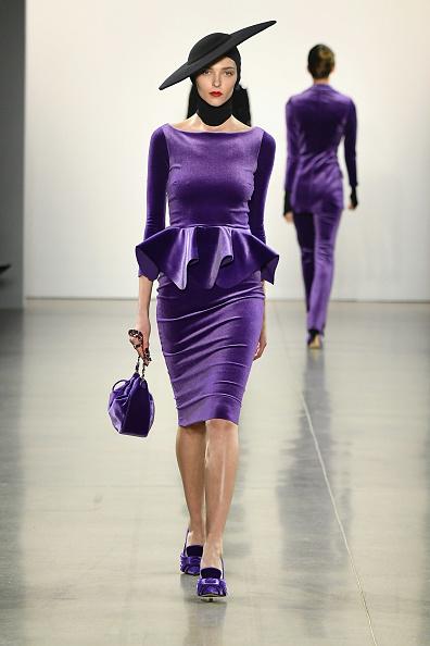 Pencil Dress「Chiara Boni La Petite Robe - Runway - February 2019 - New York Fashion Week: The Shows」:写真・画像(8)[壁紙.com]
