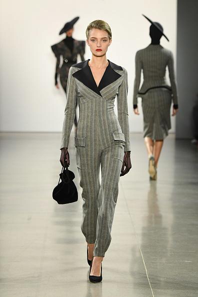 Black Purse「Chiara Boni La Petite Robe - Runway - February 2019 - New York Fashion Week: The Shows」:写真・画像(9)[壁紙.com]
