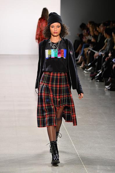 Knit Hat「Nicole Miller - Runway - February 2019 - New York Fashion Week: The Shows」:写真・画像(13)[壁紙.com]