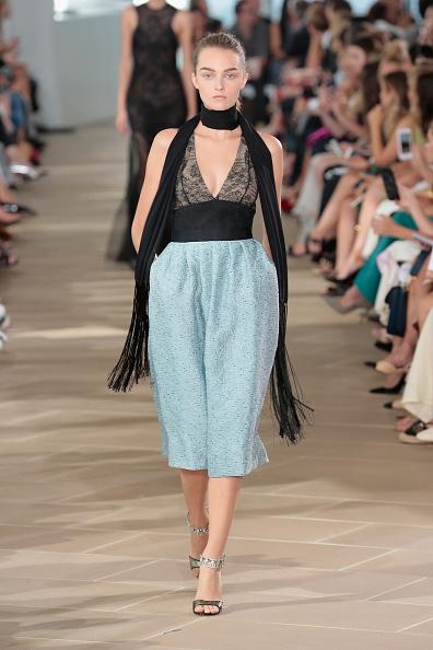 Silver Colored「Monique Lhuillier - Runway - September 2016 - New York Fashion Week」:写真・画像(4)[壁紙.com]