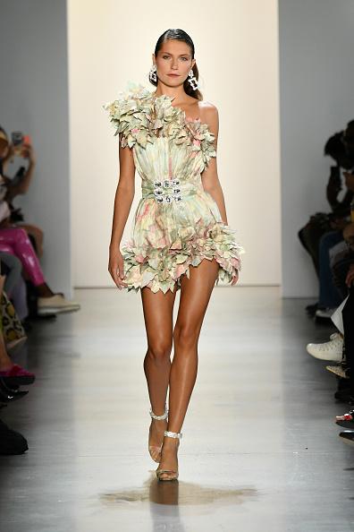 Mini Dress「Raisavanessa - Runway - September 2019 - New York Fashion Week: The Shows」:写真・画像(0)[壁紙.com]
