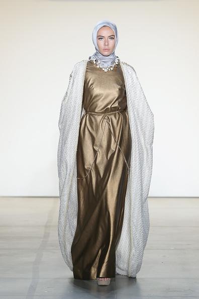 Light Blue「Anniesa Hasibuan - Runway - February 2017 - New York Fashion Week: The Shows」:写真・画像(13)[壁紙.com]