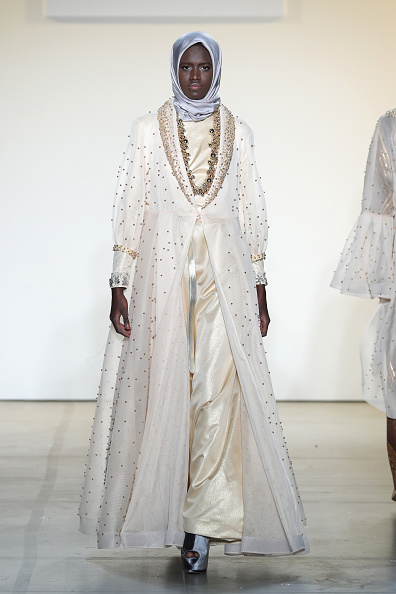 Champagne Colored「Anniesa Hasibuan - Runway - February 2017 - New York Fashion Week: The Shows」:写真・画像(9)[壁紙.com]