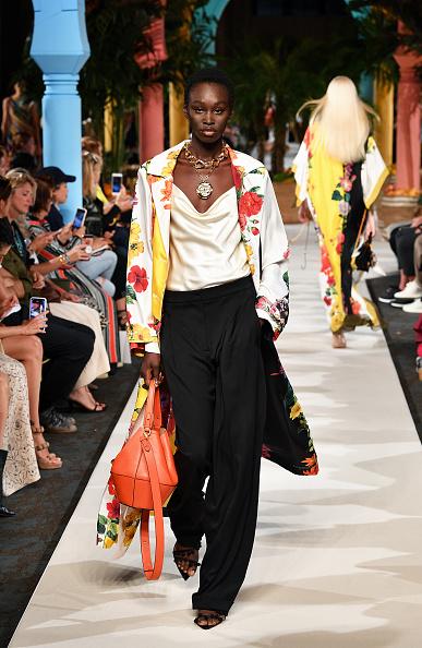 Beige「Oscar de la Renta - Runway - September 2019 - New York Fashion Week」:写真・画像(12)[壁紙.com]
