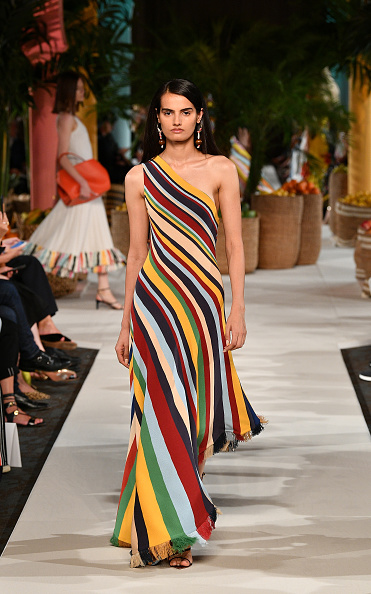 Striped「Oscar de la Renta - Runway - September 2019 - New York Fashion Week」:写真・画像(19)[壁紙.com]