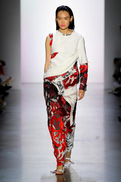 Round Neckline「Parsons MFA - Runway - September 2019 - New York Fashion Week: The Shows」:写真・画像(13)[壁紙.com]
