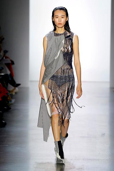 Round Neckline「Parsons MFA - Runway - September 2019 - New York Fashion Week: The Shows」:写真・画像(19)[壁紙.com]