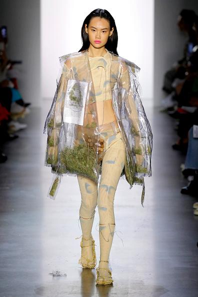 Round Neckline「Parsons MFA - Runway - September 2019 - New York Fashion Week: The Shows」:写真・画像(15)[壁紙.com]