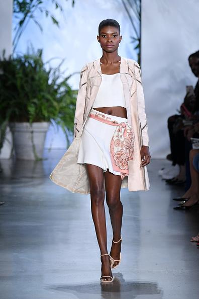 Albert Urso「Dennis Basso - Runway - September 2019 - New York Fashion Week: The Shows」:写真・画像(1)[壁紙.com]