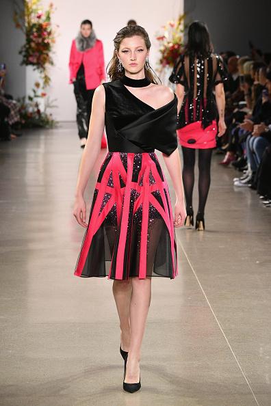 Embellished Dress「Bibhu Mohapatra - Runway - February 2019 - New York Fashion Week: The Shows」:写真・画像(6)[壁紙.com]