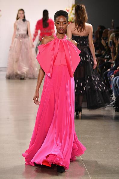 Hot Pink「Bibhu Mohapatra - Runway - February 2019 - New York Fashion Week: The Shows」:写真・画像(3)[壁紙.com]