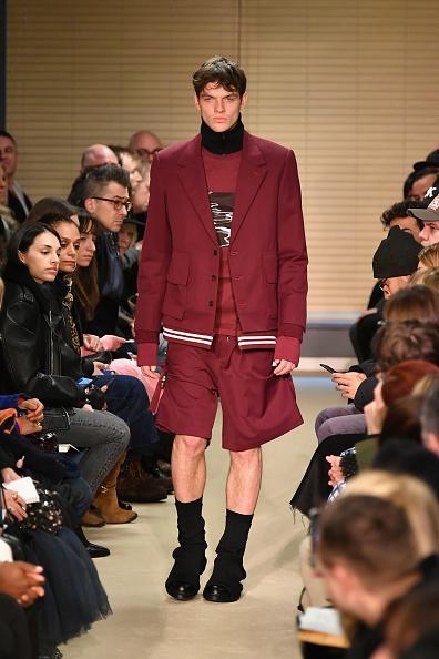 Red Shorts「Public School - Runway - February 2017 - New York Fashion Week」:写真・画像(15)[壁紙.com]