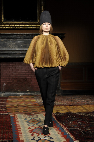 Three Quarter Length Sleeve「Tia Cibani - Runway - Mercedes-Benz Fashion Week Fall 2014」:写真・画像(6)[壁紙.com]